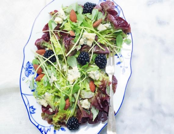 Zomerse salade recept met bramen, kaas & amandelen made by ellen