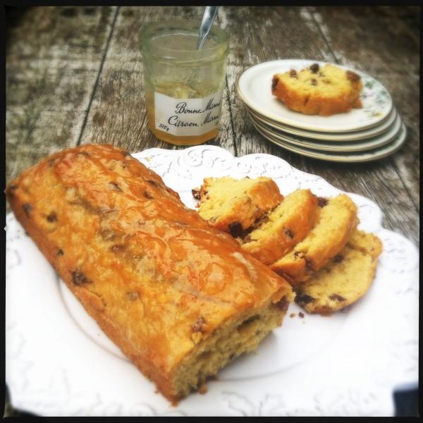 Cake with Amaretto raisins & lemon marmelade