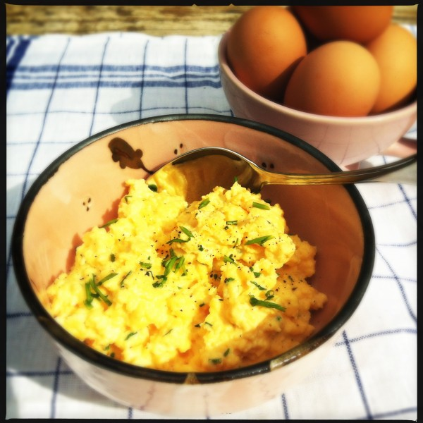 Scrambled eggs with chive