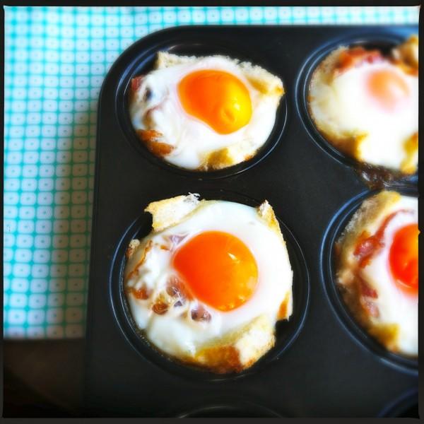 Eenvoudige spiegeleieren met spek en toast uit de oven made by ellen