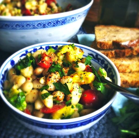 Gezonde salade van cannellini bonen, avocado & zoete tomaatjes made by ellen