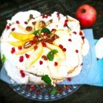 Pavlova met peer, pecannoten & karamel