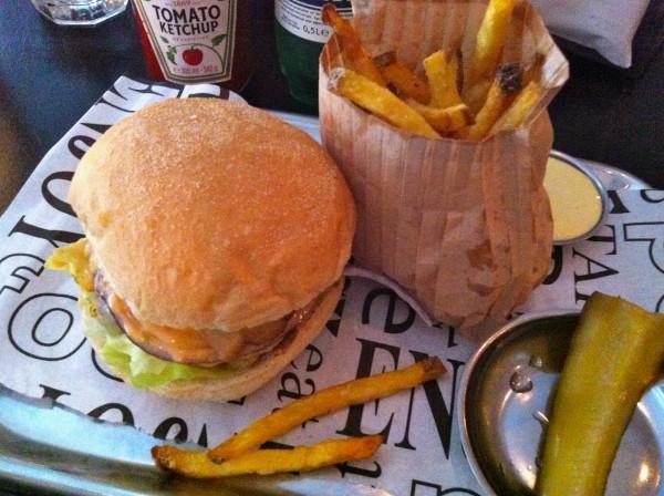 Hamburger & frietjes made by ellen