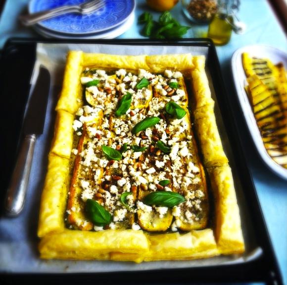 Krokante courgette taart met basilicum & feta made by ellen