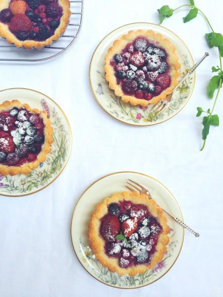 Makkelijke mini taartjes met zomerfruit & amandelmeel