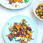 Linzen salade met pompoen, feta & worstjes