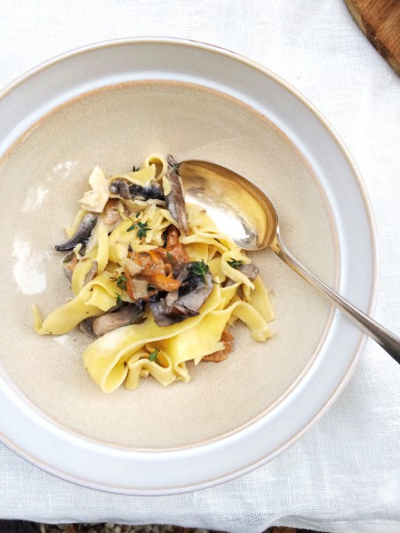 bordje met romige pasta tagliatelle en paddestoelen made by ellen