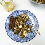 Bulgursalade met boerenkool, tomaat & komijnzaad