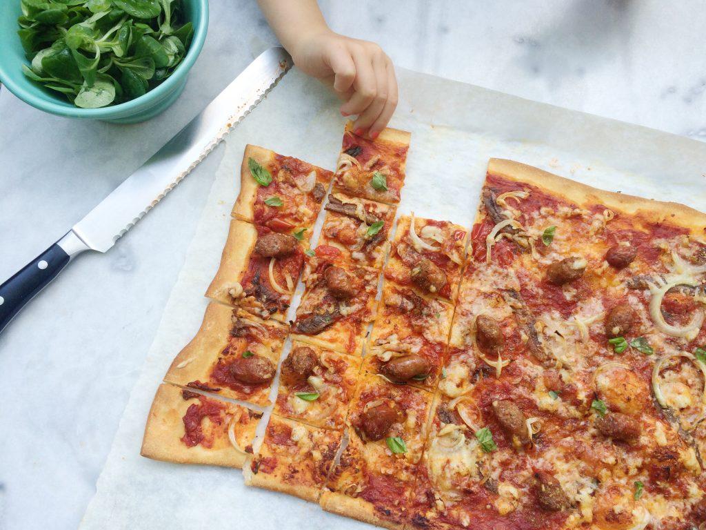 De tomatensaus die ik hiervoor gebruik is voor 4 plaatpizza's. Maak er meerdere of vries 3 porties in zodat je binnen een handomdraai een pizza kan maken made by ellen
