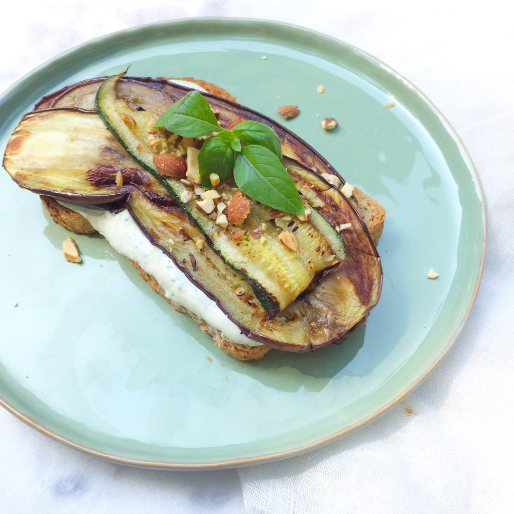 Gegrilde groenten met ricotta dressing op brood made by ellen