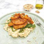 Gegrilde pompoen salade met kikkererwten hummus made by