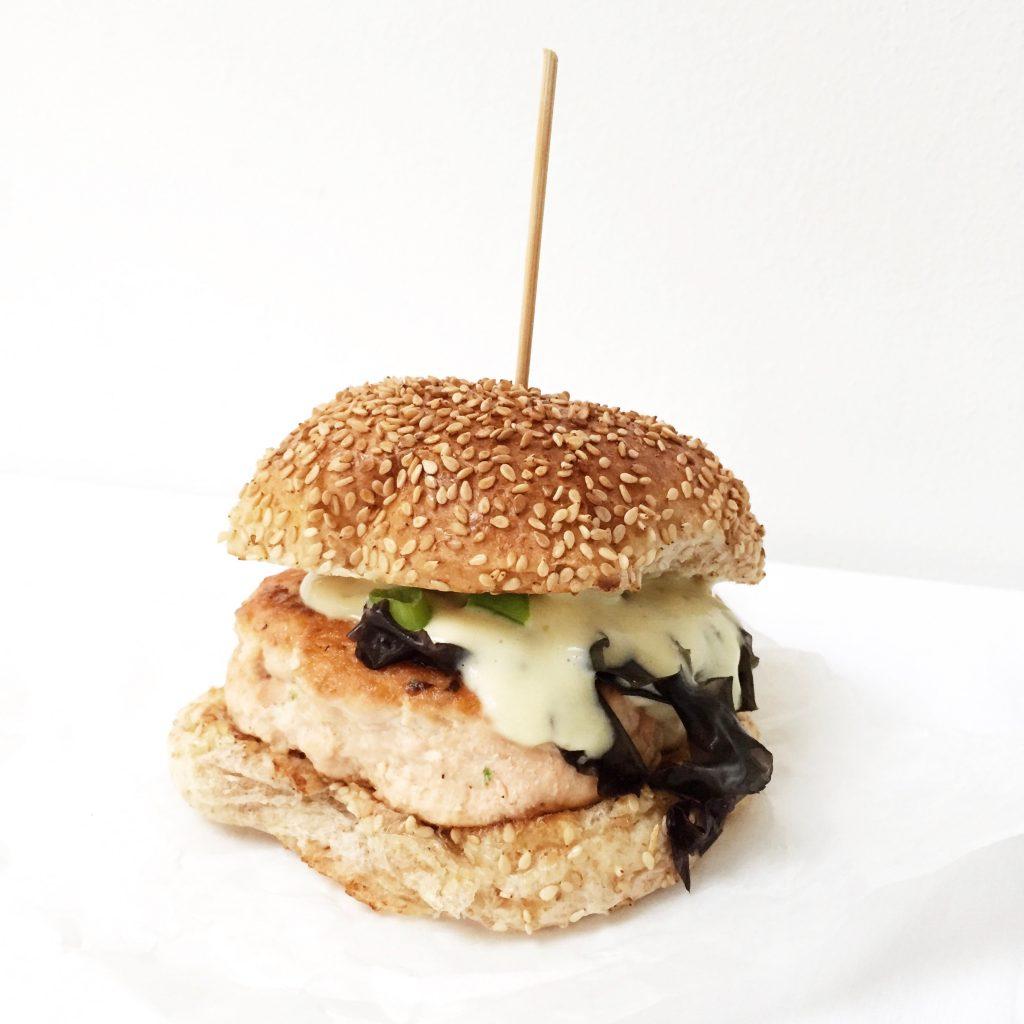 Zalmburger met zeewier & wasabi mayonaise made by ellen