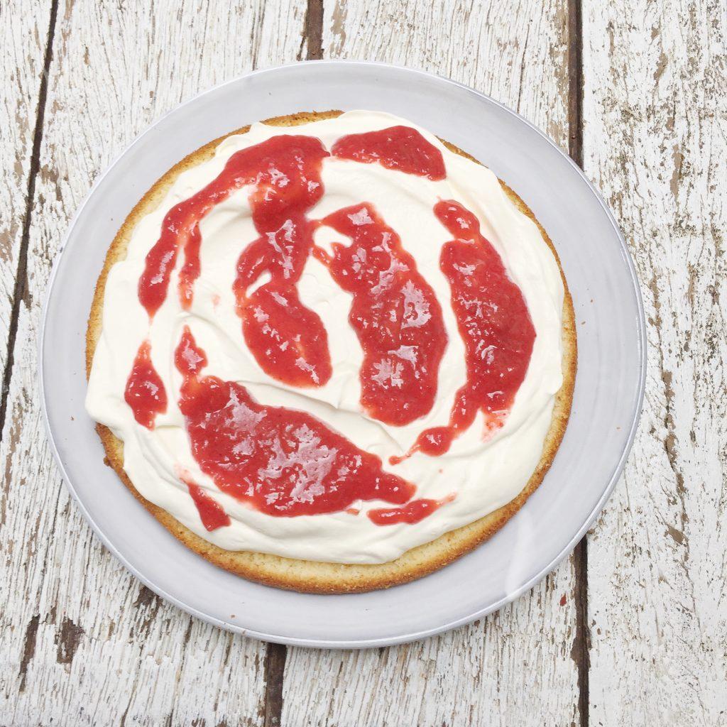 aardbeientaart maken-cake-madebyellen