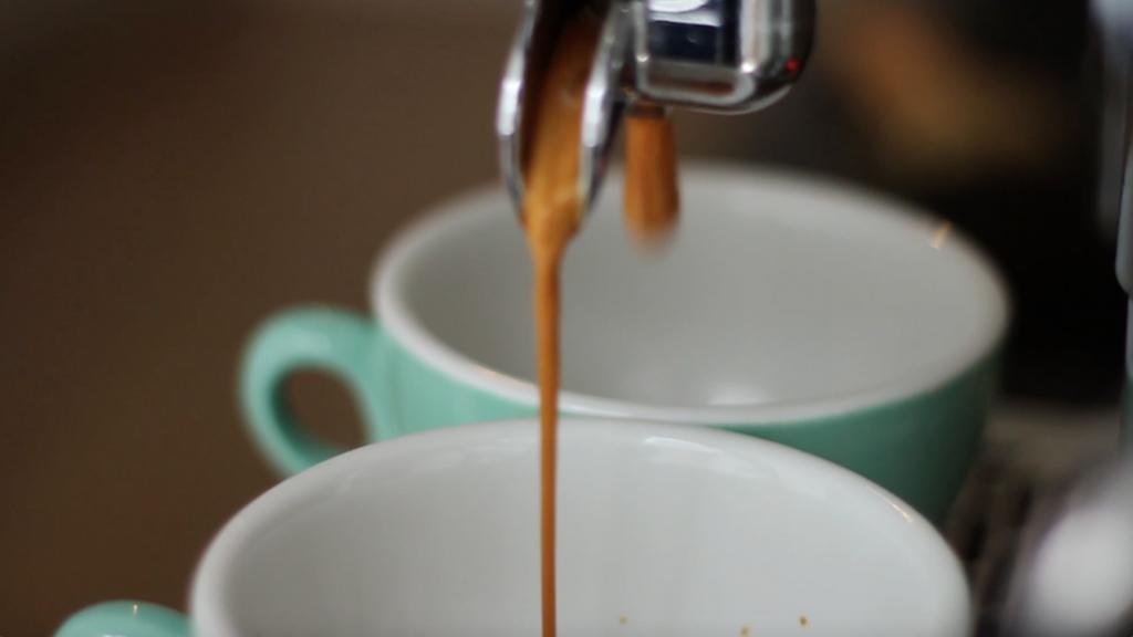 espress's maken -ice coffee maken - ijskoffie video recept made by ellen