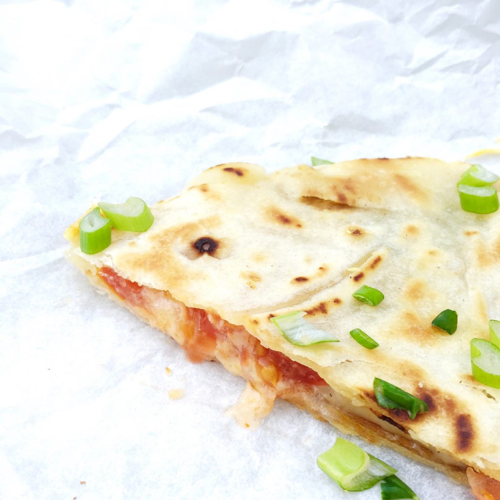 Quesadilla maken met kaas, tomaat & bosui made by ellen