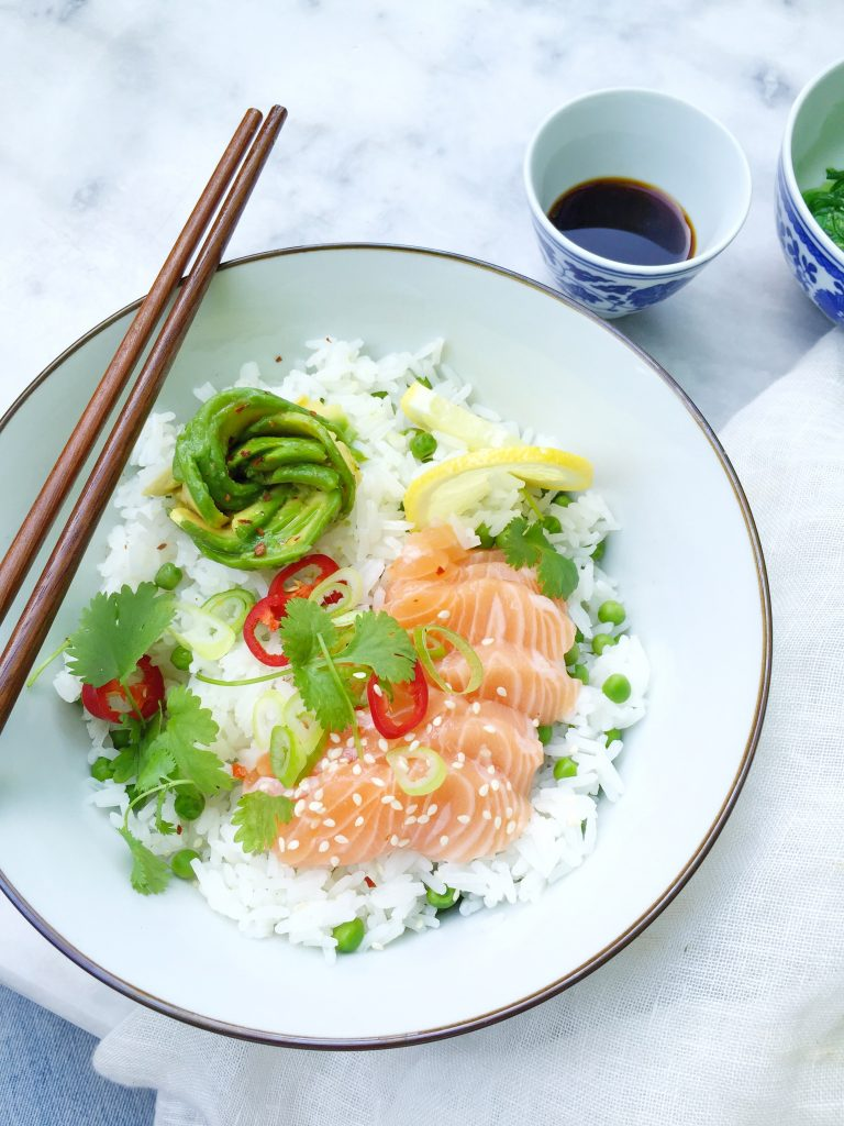 Sushi bowl maken met zalm en avocado roos made by ellen