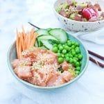 Poke bowl met zalm & ingelegde komkommer