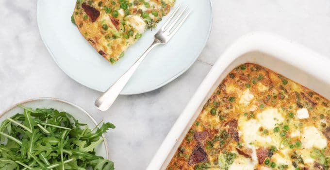 Recept frittata uit de oven – met chorizo, doperwten & feta