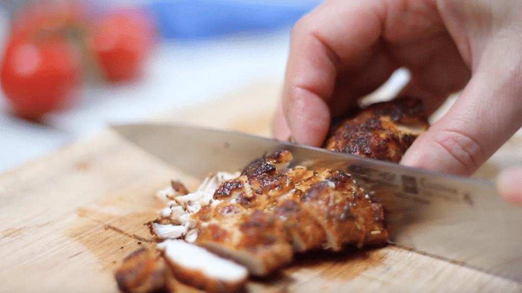 Wrap met gekruide kip & blauwe kaas mayonaise (incl. video)