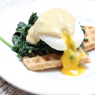 Hartige wafels met spinazie, gepocheerd ei & kerrie mayonaise made by ellen