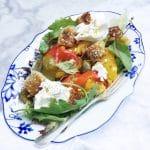 Burrata salade met paprika, croutons & kappertjes