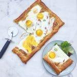 Gebakken ei op bladerdeeg & spek uit de oven