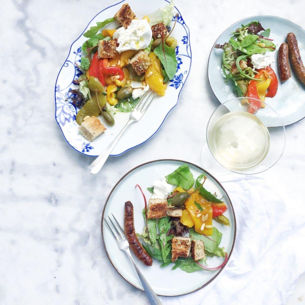 recept Burrata salade met geroosterde paprika, croutons & kappertjes made by ellen