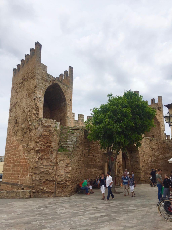 alcudia oude binnenstad mallorca - made by ellen