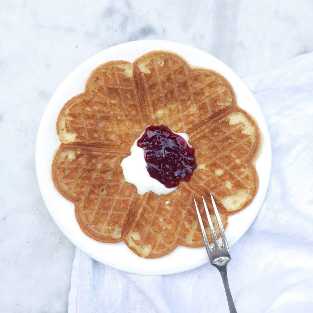 Noorse wafels met zure room & jam, made by ellen