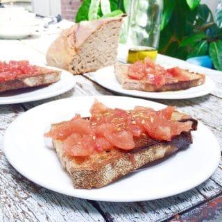 Pa amb tomaquet (brood met tomaat), made by ellen