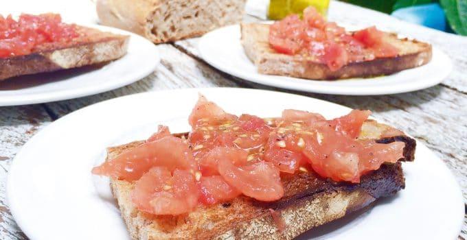 Pa amb tomaquet (brood met tomaat) – video recept