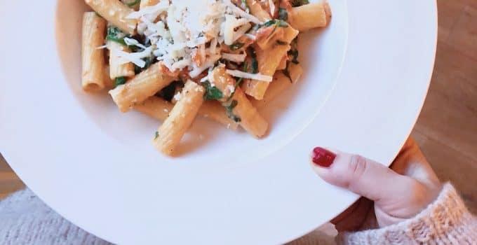 Recept tortiglioni pasta met spinazie en tomatensaus