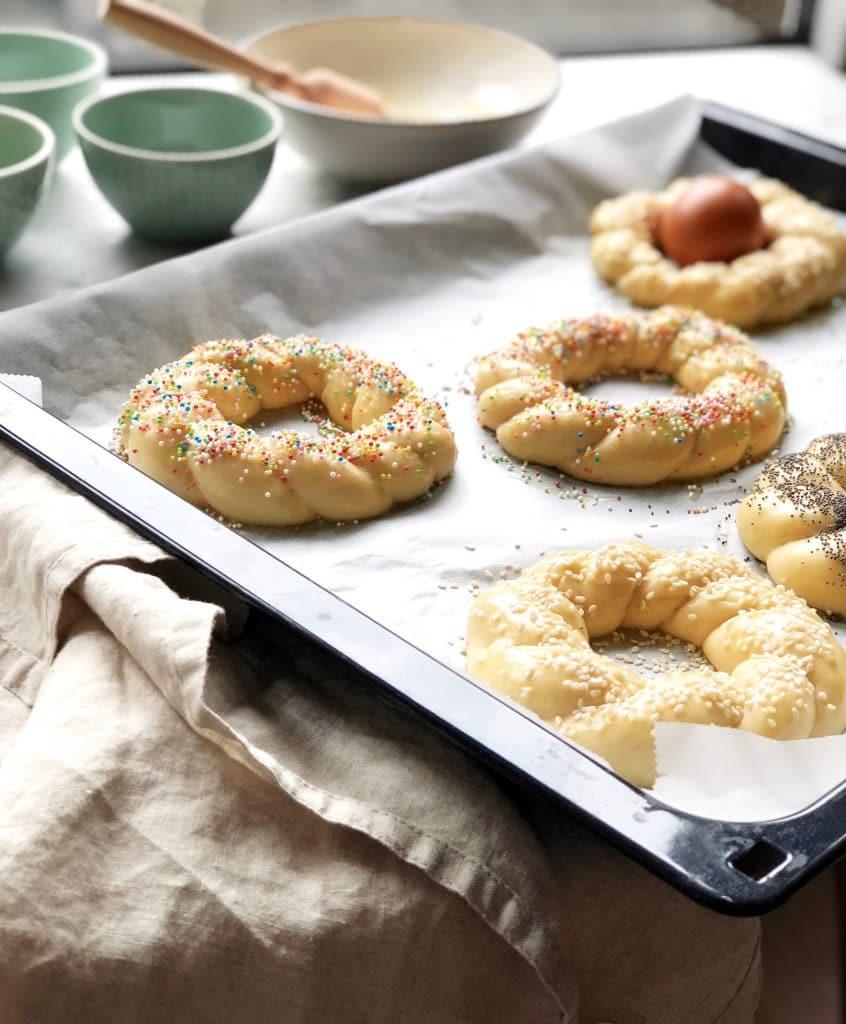 Vlechtbrood met ei, maanzaad of sesamzaad voor pasen made by ellen