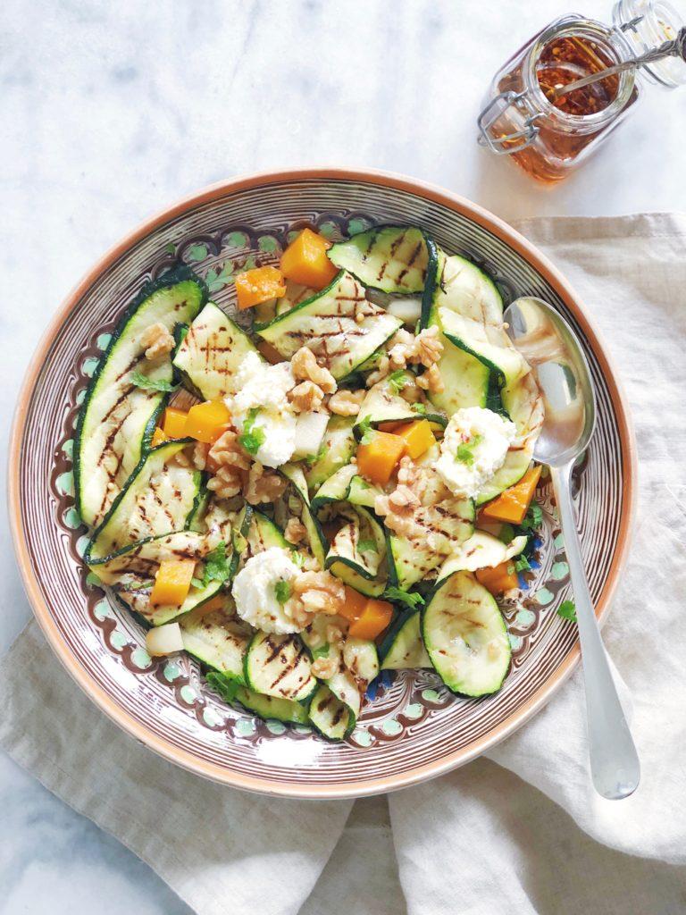 Gegrilde courgette salade met geitenkaas