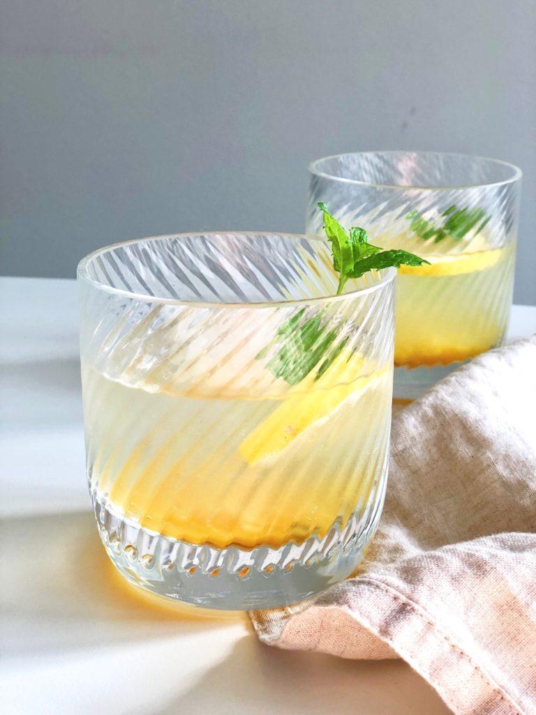 Sinaasappel cocktail met gember en kardemom
