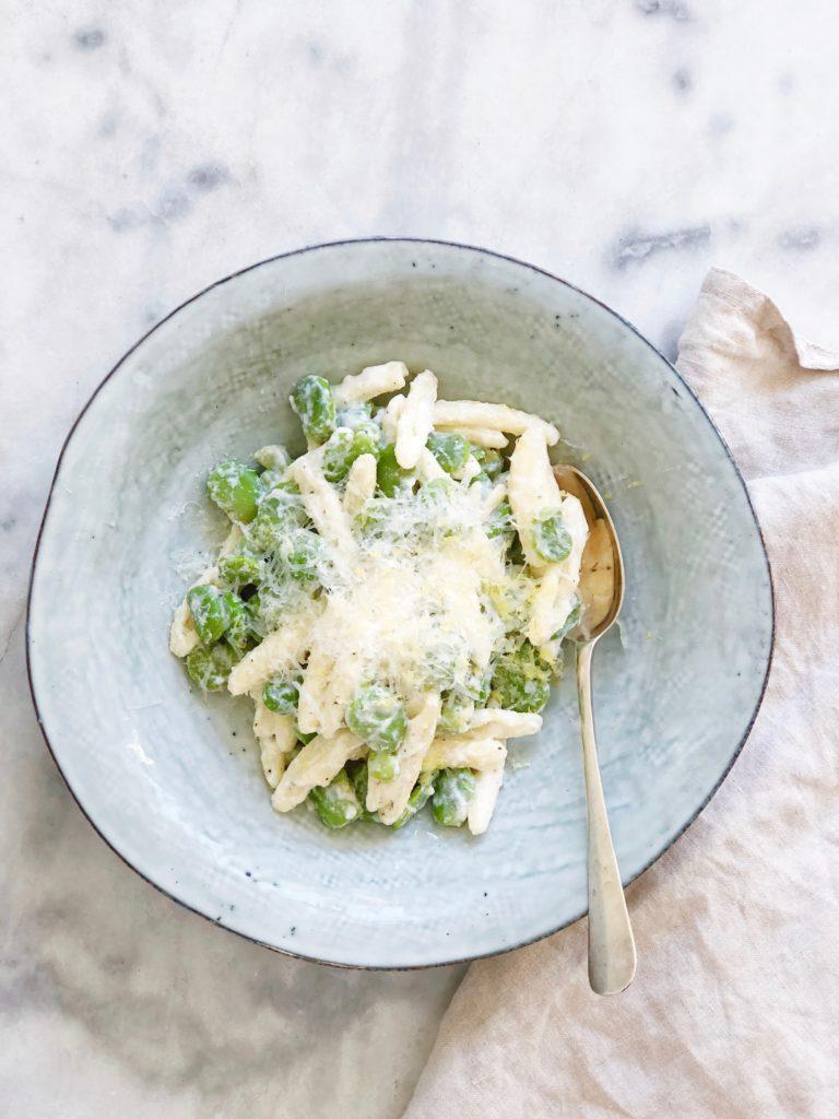 Verse kapucijners en tuinbonen met mascarpone pasta