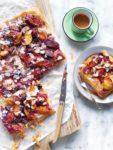 Makkelijke tarte tatin met zomerfruit & bladerdeeg (4 ingredienten)