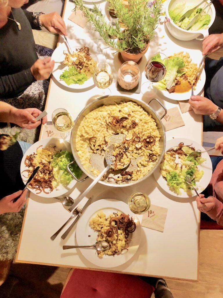 Spätzle maken met veel kaas en gebakken ui - origineel Oostenrijks recept