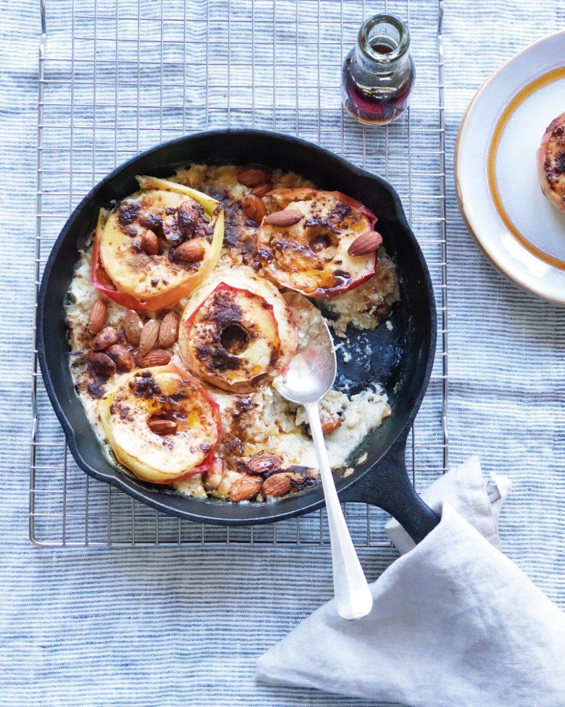 Gebakken appels met havermout en Griekse yoghurt uit de oven. made by ellen