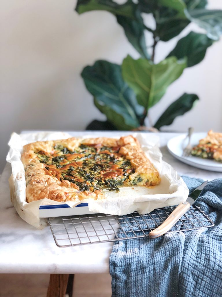 Plaattaart spinazie feta met bladerdeeg