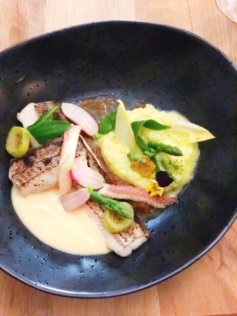 schelvis met huisgerookte paling, kruiden risotto met basilicum achter die Poorte