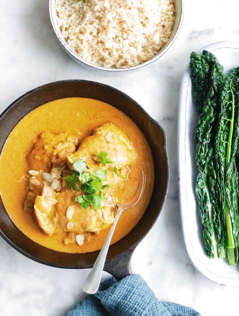 Kipdijfilet curry met amandelen en cavolo nero