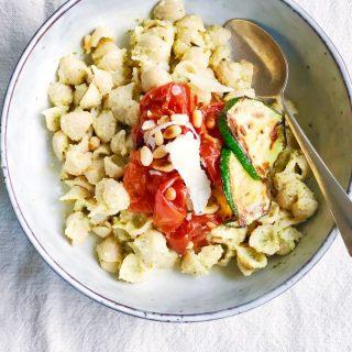 Recept volkoren pasta schelpjes met courgettesaus.