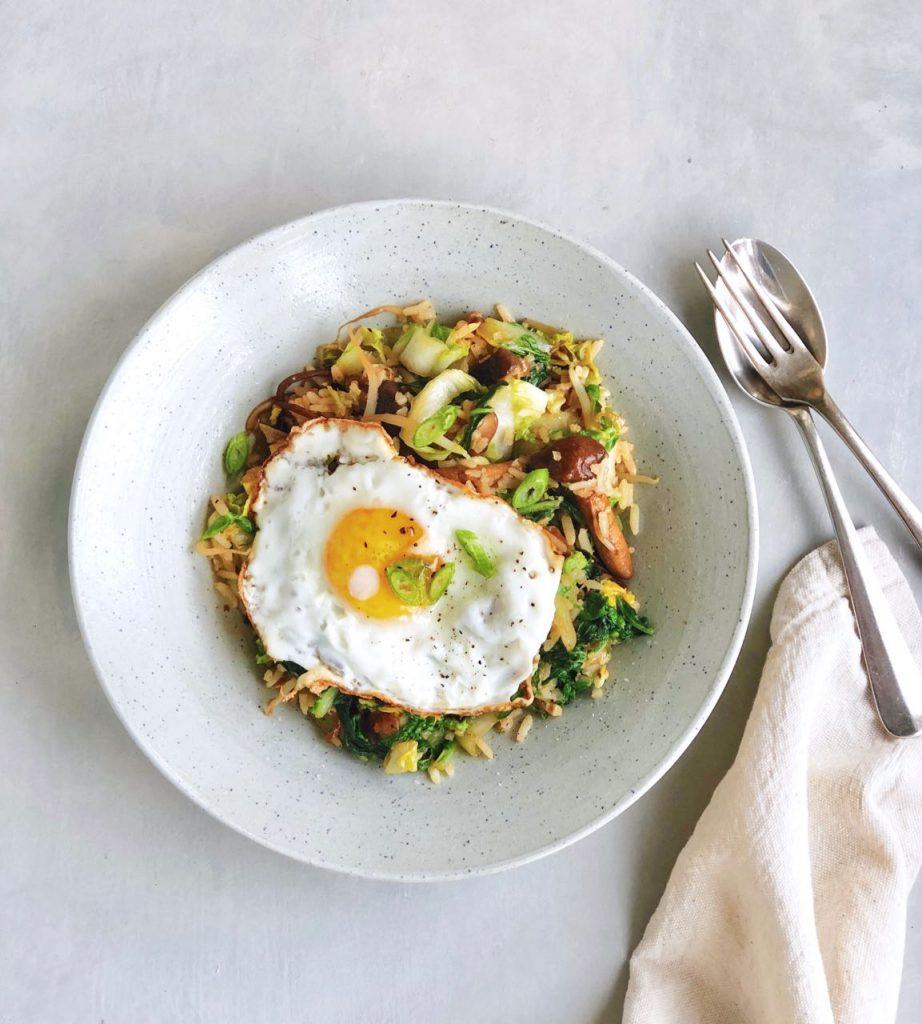 Vegetarische nasi met ei maken