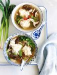 Wontonsoep met garnalen, cocquille & witvis
