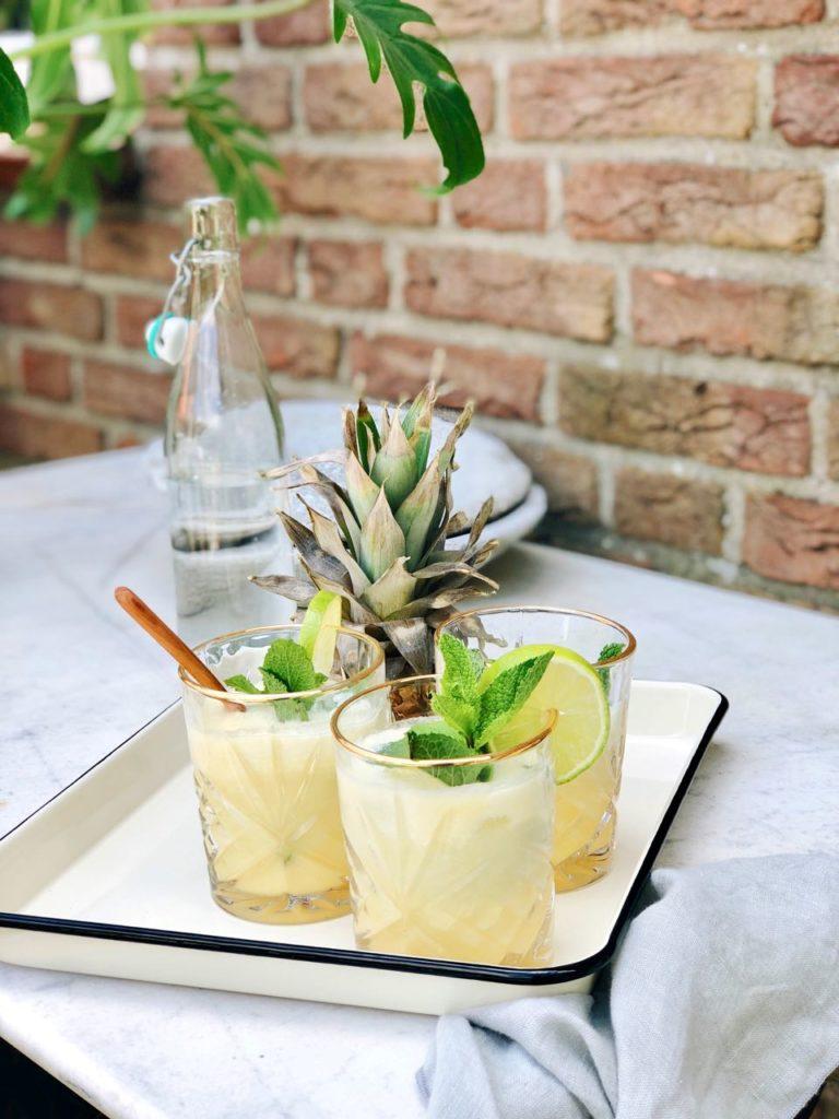 Ananas mocktail met kokos en limoen