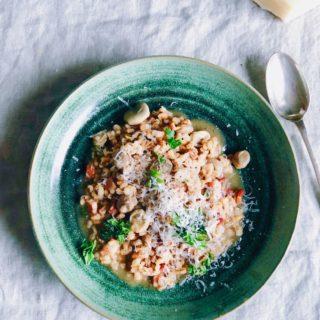 Risotto van parelgort met tuinbonen en spekjes recept