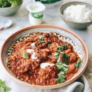 Curry madras met kippendijen, abrikozen en milde yoghurt