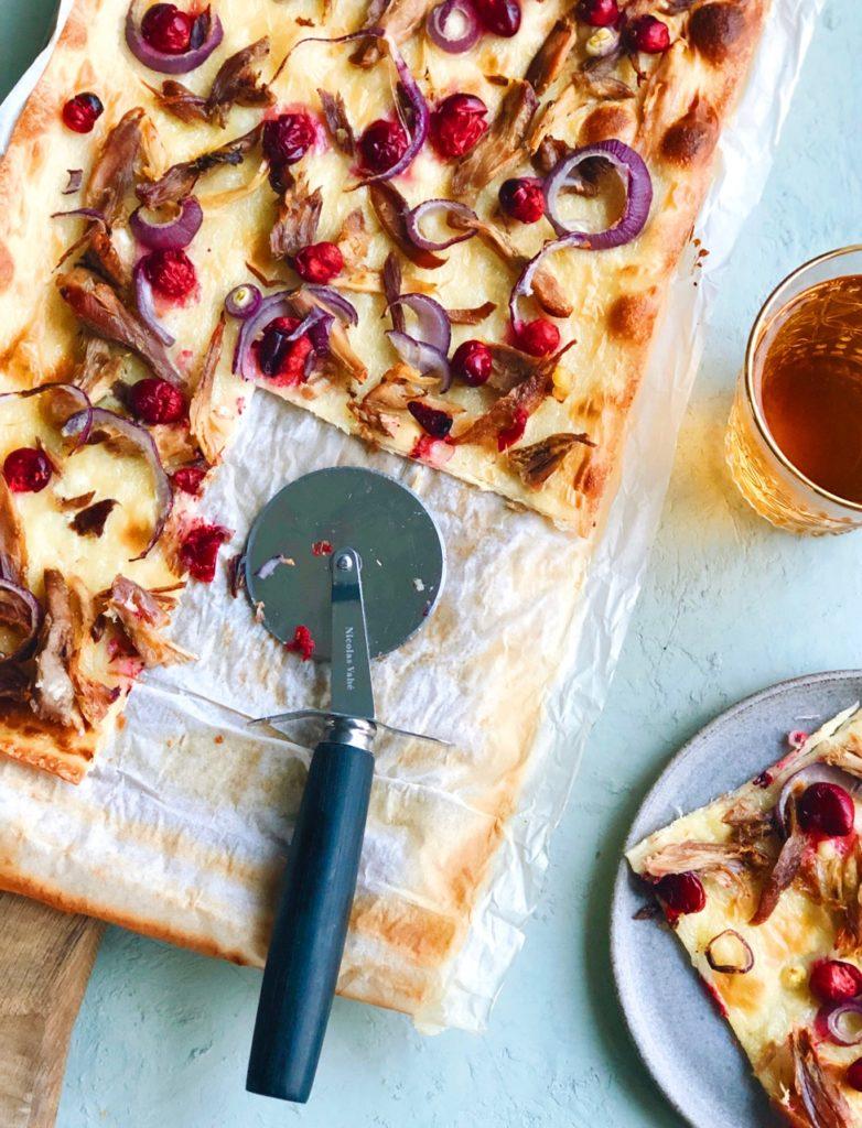 flamkuchen met restjes wild en cranberries