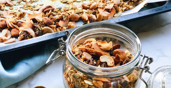 Kurkuma granola met kaneel en zwarte peper